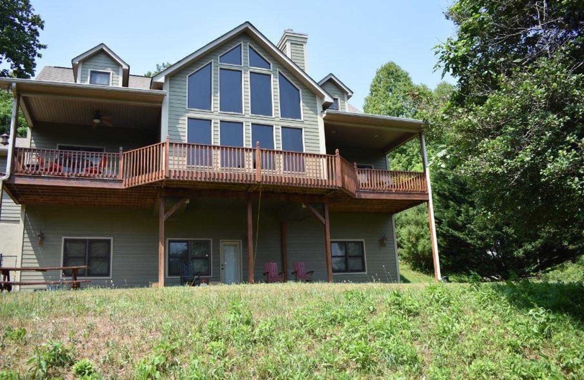 1731 White Oak Ln, Hiawassee GA 30546